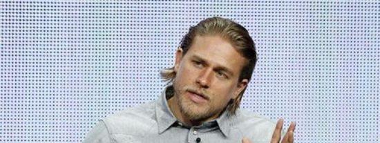 '50 Sombras de Grey': Charlie Hunnam está que 'echa humo' con Dakota Johnson