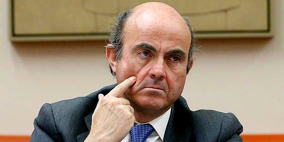 Luis de Guindos afirma que los créditos bancarios a las familias pintan cada vez mejor