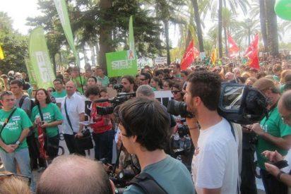 El PP dice que la huelga ha sido un chasco y 4.000 personas le ponen verde en el Consolat