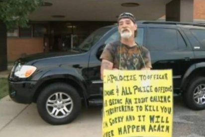 """Un juez le condena 'por bocazas' y le obliga a llevar un cartel que reza: """"Por ser idiota"""""""