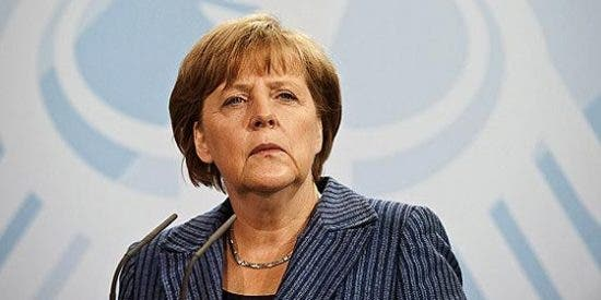 """Merkel consigue un """"súper resultado"""" pero sus socios liberales se hunden"""