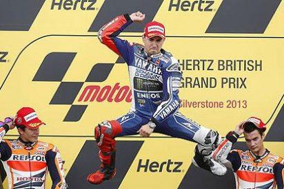 Lorenzo vence en Silverstone a un Márquez mermado por su caída en el 'warm up'
