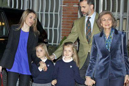 [Vídeo] Los Príncipes y unas 'encantadas' infantas Leonor y Sofía visitan al Rey