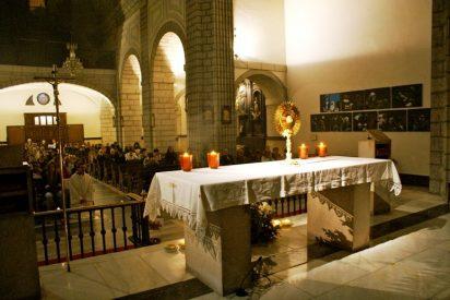 """""""Proyecto Adorar"""", jóvenes que oran por la noche en Santander"""