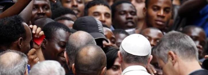 El Papa ofrece los conventos cerrados a la acogida de los inmigrantes