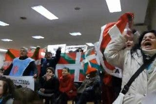 Un escrache proetarra al ex juez Garzón le agua una conferencia en Argentina