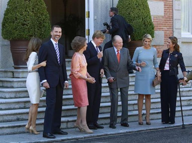 La visita de los Reyes de Holanda devuelve por fin la sonrisa a la familia real española