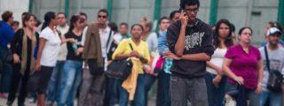 El 'Golpe Eléctrico' en Venezuela saca de sus casas a miles y de sus casillas a Maduro