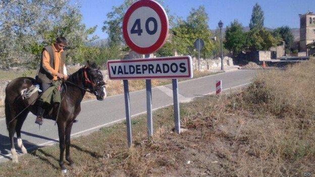 Las 'coces' de la crisis empujan a un joven a irse a caballo a buscar trabajo a Alemania