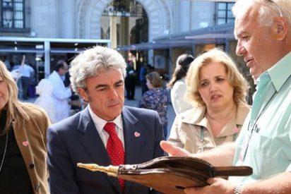 """Esteban califica como un """"éxito"""" la afluencia de público a la Feria de Artesanía de C-LM"""