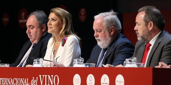 """Cospedal destaca que el vino de Castilla-La Mancha tiene un """"porvenir brillante"""""""