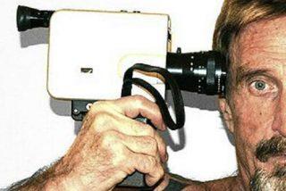 Las mil caras de John McAfee, el creador del antivirus y que puede volverle invisible