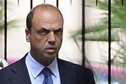 Su 'número dos' traiciona a Berlusconi para salvar el Gobierno de Italia