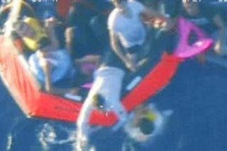 Otra gran tragedia en Lampedusa: 50 muertos al volcar una barcaza de inmigrantes