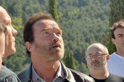 """Schwarzenegger visita el Valle de los Caídos y se queda """"maravillado"""" ante el monumento"""
