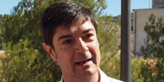 La doble moral de Ávila: pide a la Junta dinero para la UCLM pero él no paga al patronato