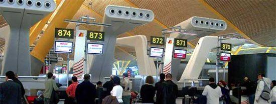 España exigirá PCR obligatoria en puertos y aeropuertos para viajeros procedentes de 65 países