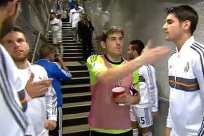 Iker Casillas y Diego López se ignoran en el túnel de vestuarios del Bernabéu