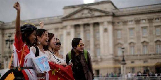 Los turistas chinos no deben meterse el dedo en la nariz ni hacer pis en las piscinas