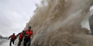 El tifón Fitow provoca una 'estampida' en China de cientos de miles de personas