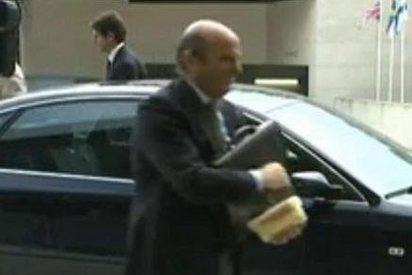 Luis de Guindos se lleva el 'tupper' con el almuerzo a la reunión del Eurogrupo