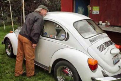 Mantiene relaciones íntimas con mil coches y ahora se lía con un 'Escarabajo'