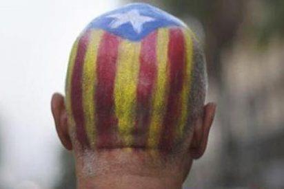 Cientos de 'gritones' independentistas reciben a Mariano Rajoy enarbolando 'esteladas'