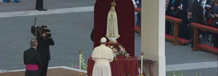 """Francisco: """"María es la madre que, con paciencia y ternura, nos lleva a Dios"""""""