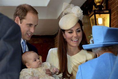 El bautizo del príncipe George 'rompe': padrinos que no son de la realeza, fotógrafo de rockeros...