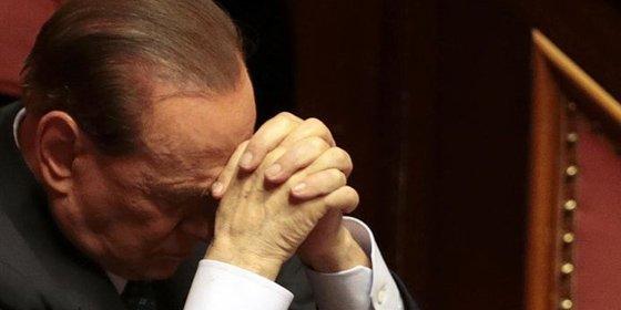 Berlusconi da marcha atrás y ahora ofrece su apoyo a Letta
