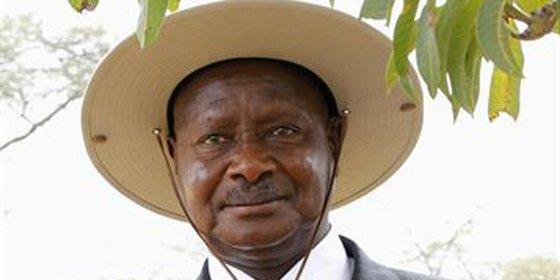 El presidente de Uganda reta a un general exiliado a que intente derrocarle