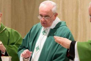 """Francisco: """"Si aceptamos la fe pero después no la vivimos, somos cristianos sólo de memoria"""""""