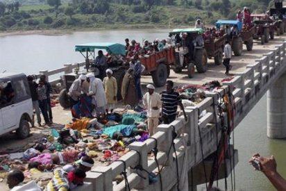 Mueren aplastadas y ahogadas 89 personas en la 'estampida' de un templo indio