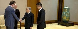 Rajoy se salta a la torera el protocolo ante el emperador de Japón al no hacerle la reverencia