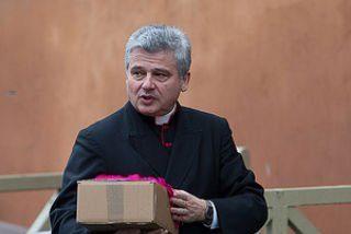 """El Papa, a su limosnero: """"No serás un obispo de escritorio, te quiero entre la gente"""""""