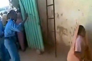 El vídeo de los latigazos a la mujer que se subió al coche de un desconocido