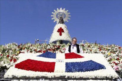 La Virgen del Pilar luce su manto de flores