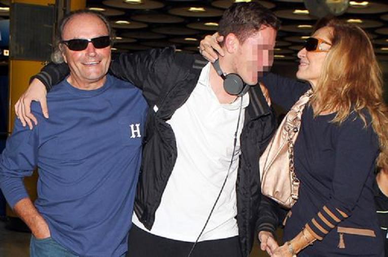 Rosa Benito y Amador Mohedano se reencuentran en el aeropuerto y dejan el divorcio en 'stand by'