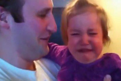 El vídeo del momento: un padre se afeita la barba y su bebé no lo reconoce ni de lejos