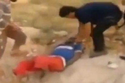 [Vídeo] Escalofriante asesinato de una familia 'culpable' de tener a un hijo en las filas del ejército sirio