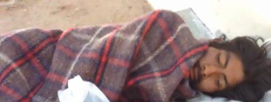 El dramático vídeo del vagabundo muerto a las puertas del hospital sin ser atendido