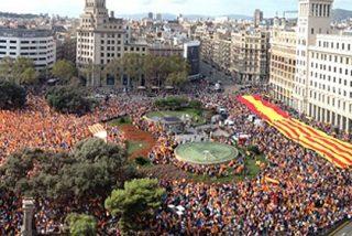 Miles de personas se manifiestan en la Plaza de Cataluña por la unidad de España