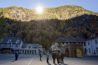 Un pueblo noruego harto de estar a oscuras coloca espejos para ver la luz del sol