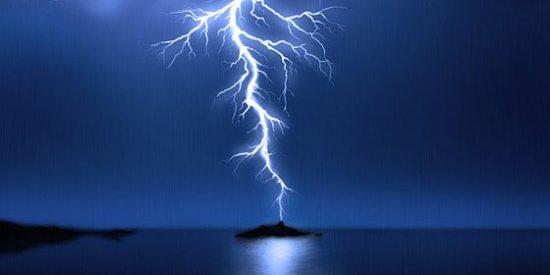 Los 9.000 rayos caídos sobre las islas preludian una acentuada bajada de las temperaturas este miércoles