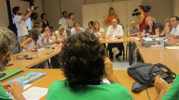 El Govern le da con la puerta en las narices a los comités de huelga y a la Asamblea de Docentes de paso