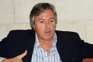 El poeta argentino Alejandro G. Roemmers obsequia al Papa con un poema