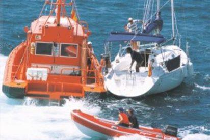 Dos pardillos roban un velero en Ibiza y los pescan tras pedir auxilio por la tormenta