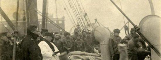 Ponen a la venta una curiosa foto con los cadáveres rescatados del Titanic