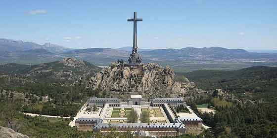 El PSOE se vuelve a acordar de Franco y pide en el Congreso exhumar sus restos