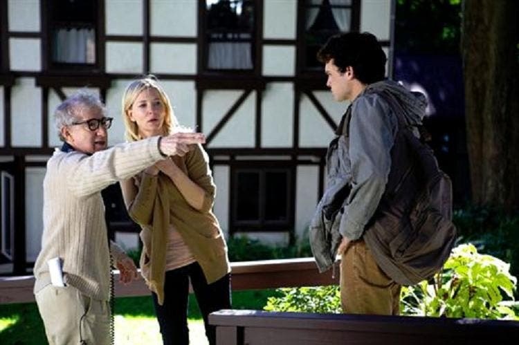 Woody Allen se rebela contra la ley anti-tabaco de la India y cancela el estreno de 'Blue Jasmine'